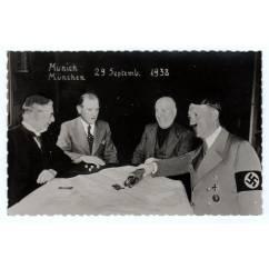Открытка. Фотомонтаж. Карикатура на «Мюнхенское соглашение»  1938 г.